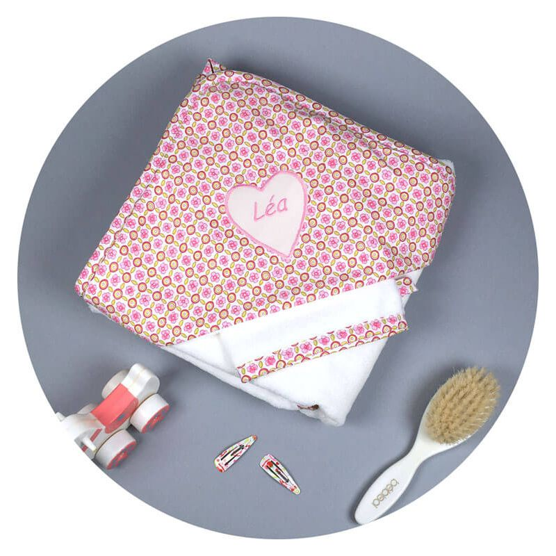 un drap de bain b b lovely mary dot d 39 une capuche girly chic. Black Bedroom Furniture Sets. Home Design Ideas