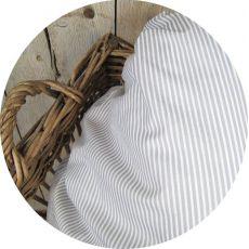 zoom-tissu-rayure-blanche-grise