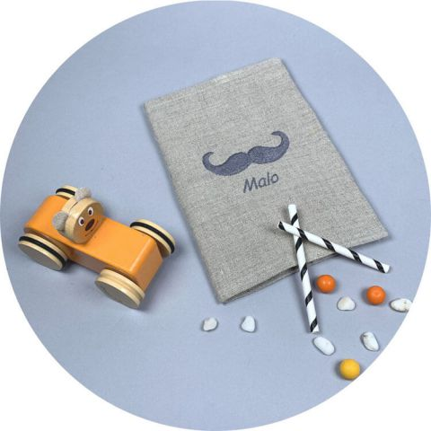 protege-carnet-de-sante-lin-moustache-gris-souris