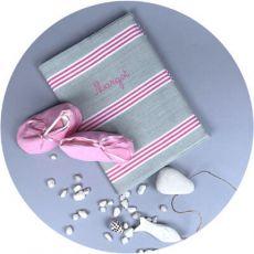 protege-carnet-de-sante-bebe-avec-prenom-date-gris-rayures-roses