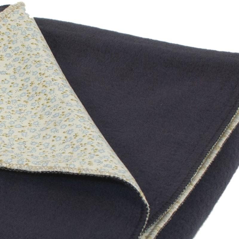 couverture polaire b b adoptez cette couverture lit b b. Black Bedroom Furniture Sets. Home Design Ideas