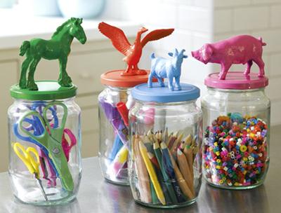 DIY enfant: recycler des figurines animaux sur des bocaux
