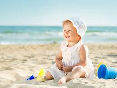 protéger bébé à la plage